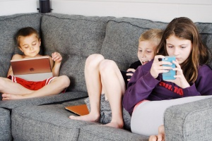 kids addicted to gadgets